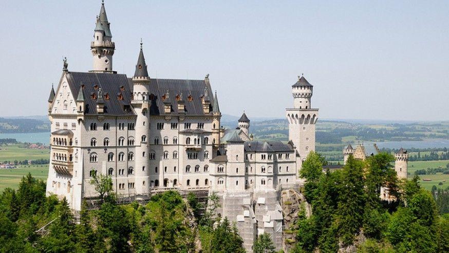 Fantasy meets Reality: Neuschwanstein Castle