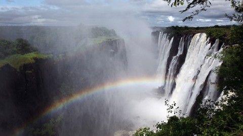 Victoria Falls : The Smoke that Thunders