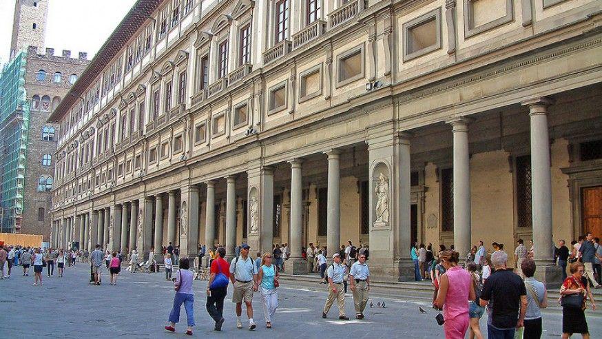 Touring Uffizi Gallery