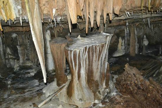 Krem Mawmluh Cave