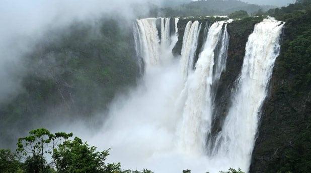 Nohkalilai Falls