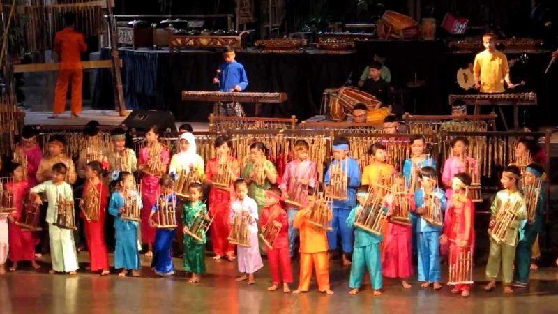 Saung Angklung Show
