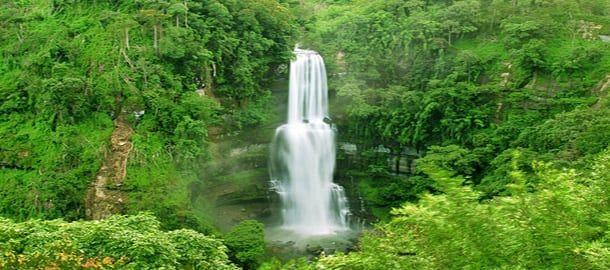 Admiring the Vantawng falls