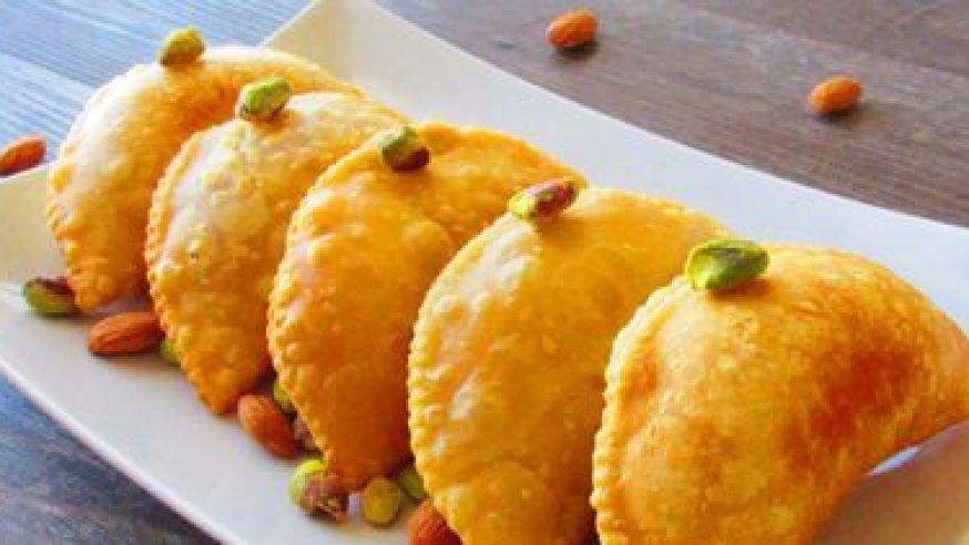 Best shops to buy delicious Gujia in Delhi!